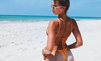 Taylor Hill tung ảnh bikini nhỏ xíu, khoe trọn vòng 3 nóng bỏng