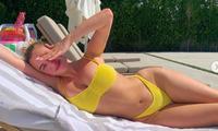 Hot girl 9x khoe dáng 'bốc lửa' với áo tắm khi ở nhà tránh dịch