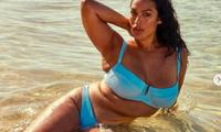 Người mẫu ngoại cỡ 9x nảy nở siêu gợi cảm với áo tắm