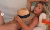 Siêu mẫu 9x từng nhận say đắm Cristiano Ronaldo phô dáng với bikini bé xíu