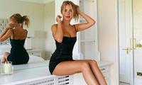 Mẫu áo tắm Kimberley Garner mặc váy ôm sát, tôn ngực đầy nóng bỏng