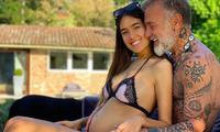Triệu phú Gianluca Vacchi đăng ôm người tình kém 27 tuổi đã rõ bụng bầu