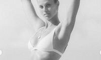 Mặc bikini bé xíu, nàng mẫu Natalie Roser khoe dáng đẹp như tạc tượng