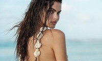 Nàng mẫu Kamila Hansen quá đỗi gợi cảm với áo tắm