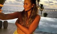 Chrissy Teigen tung ảnh bán nude 'quấy nhiễu' fans