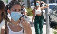 Nữ ca sĩ người Mỹ trong MV Sơn Tùng diện mốt không nội y xuống phố