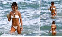 Chân dài 9x sexy ngất ngây với bikini ở biển
