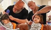 The Rock nhẹ nhàng chải tóc cho con gái gây 'bão' mạng xã hội