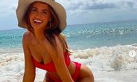 Siêu mẫu áo tắm Haley Kalil nóng bỏng ở biển