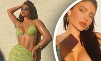 Nữ tỷ phú Kylie Jenner khoe đường cong 'rực lửa' với bikini