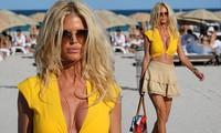 Hoa hậu Thụy Điển Victoria Silvstedt khoe dáng 'bốc lửa' ở tuổi U50
