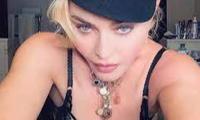 Madonna gây tranh cãi với loạt ảnh selfie mới trên Instagram.