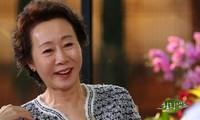 Nữ diễn viên Hàn Quốc 74 tuổi đi vào lịch sử châu Á nhờ thắng tại giải 'tiền Oscar'