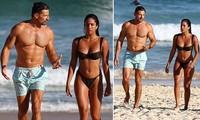 Sao truyền hình Úc cực nóng bỏng với bikini ở biển
