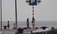 Hơn 500 khách liều mình ở lại đảo Cát Bà... trải nghiệm bão