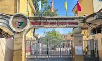 Học sinh bị đưa ra cổng đứng nắng, Chủ tịch TP Hải Phòng xuống tận trường xử lý