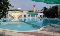 Bé trai 7 tuổi đuối nước thương tâm tại bể bơi trường đại học