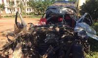 Xe bán tải bị biến dạng nghiêm trọng vì tai nạn