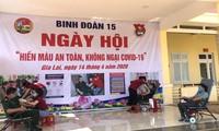 Các chiến sỹ thuộc Binh đoàn 15 hiến máu