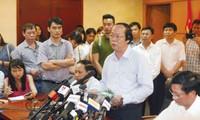 Thứ trưởng Bộ TN & MT Võ Tuấn Nhân thông báo kết quả sơ bộ về nguyên nhân cá chết hàng loạt, tại buổi họp báo ngày 27/4. Ảnh: Như Ý.