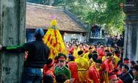 Hơn bốn trăm người bảo vệ hội Gióng đền Sóc
