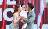 Khánh Thi đưa cả gia đình lên sân khấu liveshow 25 năm làm nghề. Ảnh: Minh Tâm HD.