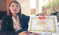 Giấy khen cô Huế của Chủ tịch UBND huyện Lệ Thủy ngay trước thời điểm miễn nhiệm, chuyển trường đối với cô Huế.