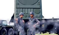 Lực lượng Phòng vệ Nhật Bản tổ chức diễn tập sử dụng hệ thống phòng thủ tên lửa Patriot-3 tại căn cứ không quân Mỹ ở Yokota, ngoại ô Tokyo, ngày 29/8. Ảnh: Getty Images.