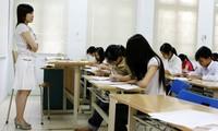 Vấn đề tăng lương cho giáo viên rất bức thiết, chế độ tiền lương của nghề thấp không thể thu hút được người tài. Ảnh: Hồng Vĩnh.