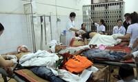 Các nạn nhân vụ hỗn chiến giành đất ở Ea Súp đang được cấp cứu.