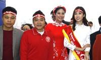 Cựu danh thủ Hồng Sơn cùng Hoa hậu Ngọc Hân và Hoa hậu Mỹ Linh.