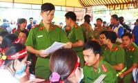 Công an huyện Ea Kar đăng ký hiến máu.