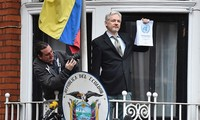 Ông chủ WikiLeak và cơ hội mong manh ở lại đại sứ quán Ecuador tại London.