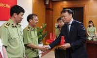 Ông Trịnh Văn Ngọc nhận Huân chương Lao động hạng Ba.
