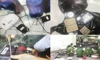 Tang vật và hiện trường vụ nổ tại trụ sở Công an phường 12. Ảnh C.A cung cấp.