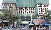 Khu căn hộ cao tầng tại 75 Tam Trinh mọc trên đất di dời nhà máy. Ảnh: Tuấn Minh