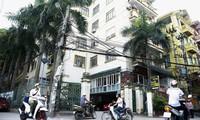 Cư dân tòa nhà Sông Đà (ngõ 165 Cầu Giấy, Hà Nội) chờ 11 năm vẫn chưa được cấp sổ đỏ. Ảnh: Như Ý