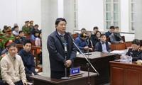 Bị cáo Đinh La Thăng tự bào chữa trước tòa.