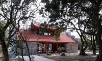 Tam quan mới tinh mọc lên ở chùa Bổ Đà. Ảnh: Hà Phạm.
