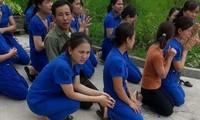 Điều tra vụ cô giáo mầm non quỳ xin đừng đóng cửa trường