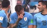 Cầu thủ Uruguay khóc khi bị loại.