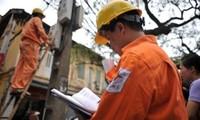 Đại biểu Quốc hội đề nghị báo cáo đầy đủ về tăng giá điện, xăng