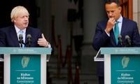 Thủ tướng Anh Boris Johnson (trái) phát biểu cùng Thủ tướng Ireland Leo Varadkar tại Dublin ngày 9/9. Ảnh: Reuters
