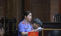 Đại diện Viện kiểm sát nêu quan điểm chiều 26/9 và các bị cáo tại phiên tòa. Ảnh: Tân Châu