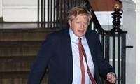 Thủ tướng Anh Boris Johnson rời trụ sở đảng Bảo thủ hôm 13/12ảnh: Reuters