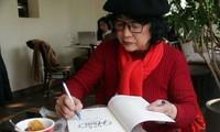 Ngoài viết văn, Trần Thị Trường còn là một họa sĩ vừa có triển lãm đầu tay. Ảnh: N.M. Hà