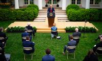 Tổng thống Mỹ Donald Trump trong cuộc họp với nhóm đặc trách COVID-19 tại Nhà Trắng ngày 14/4 Ảnh: NYT