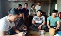 Nhiều người đến chia buồn với gia đình anh Vương