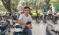Trong khuôn mặt Nguyễn Văn Thuận vẫn còn những chiếc đinh sau một tai nạn