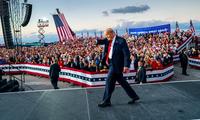 Ông Trump trong sự kiện diễn thuyết ở Florida. Ảnh: NYT